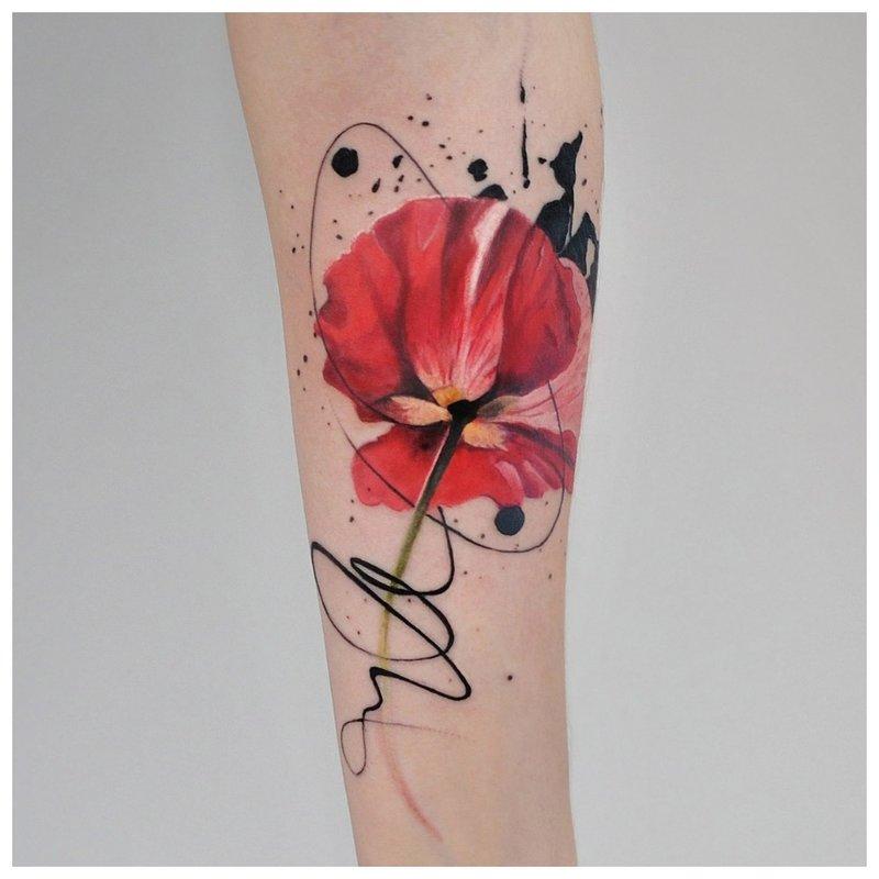 Akvarelės aguonų tatuiruotė