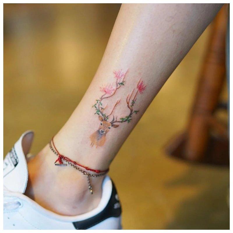 Elnio kulkšnies tatuiruotė