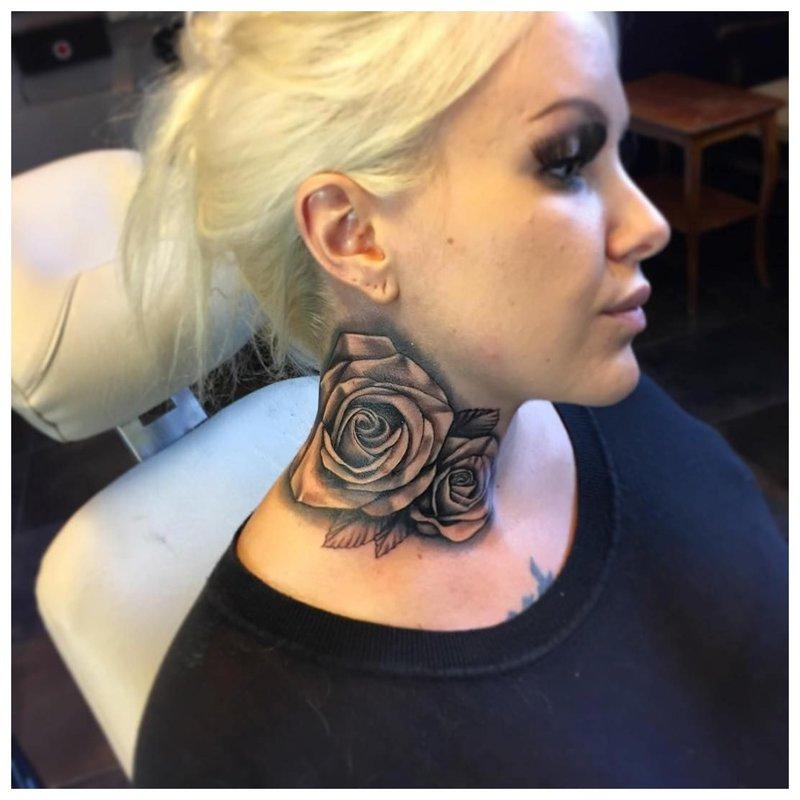 Didelė rožės tatuiruotė ant mergaitės kaklo