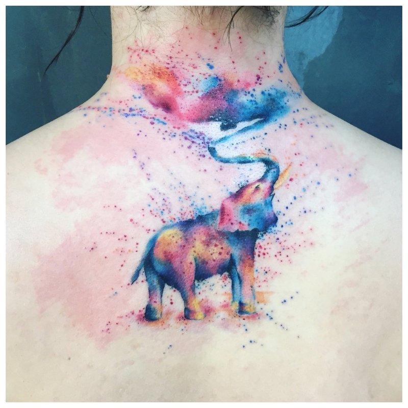 Akvarelės tatuiruotė su drambliu