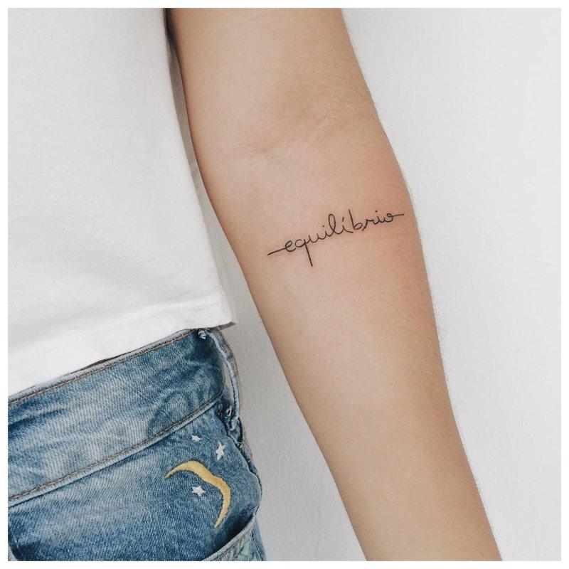 Mini tatuiruotės užrašas Balance