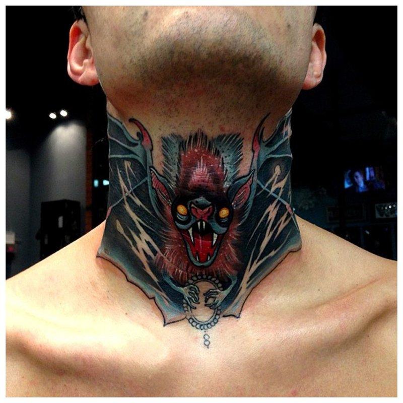 Tatuiruotė ant vyro gerklės